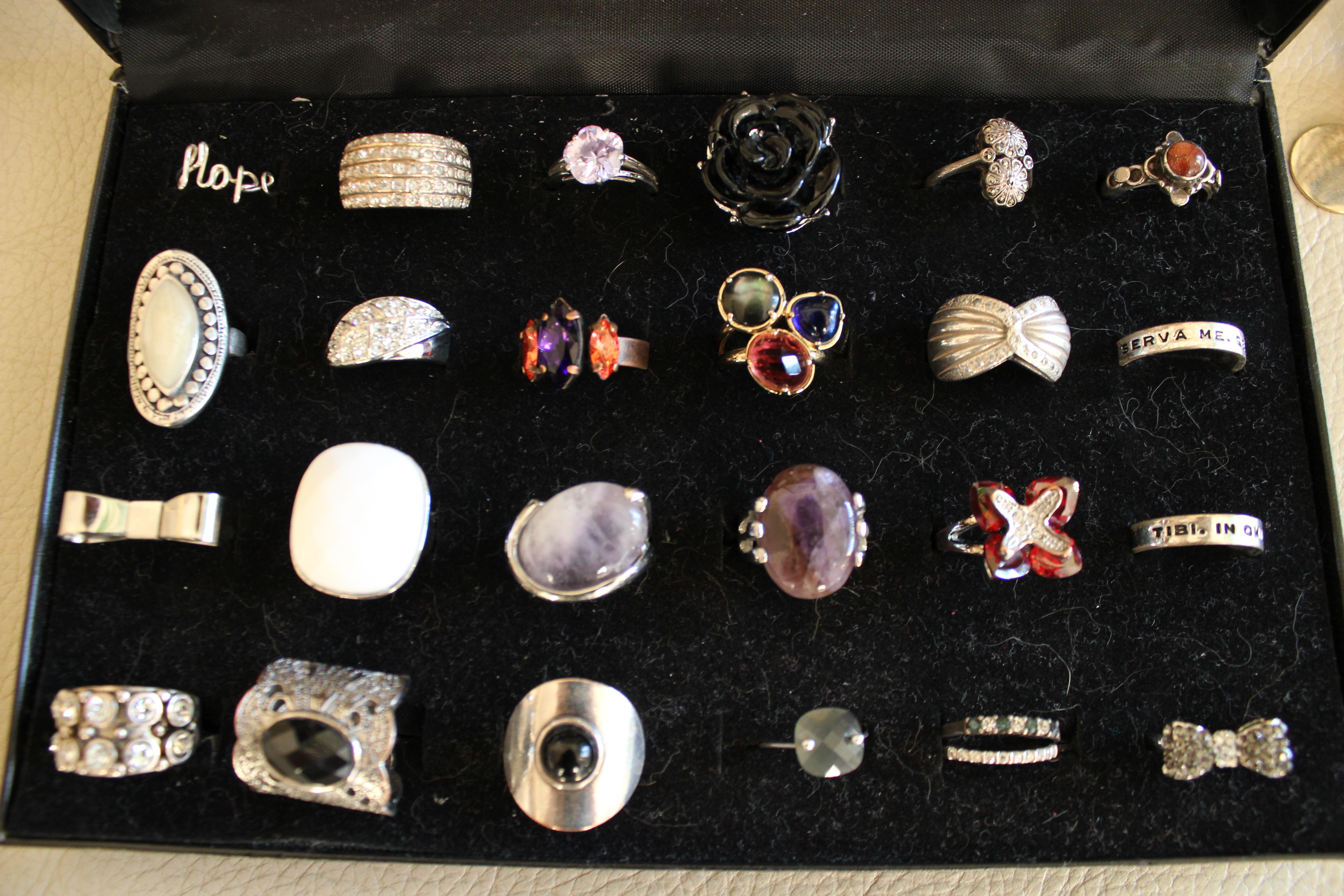 range bijoux tres pratique Img_0158