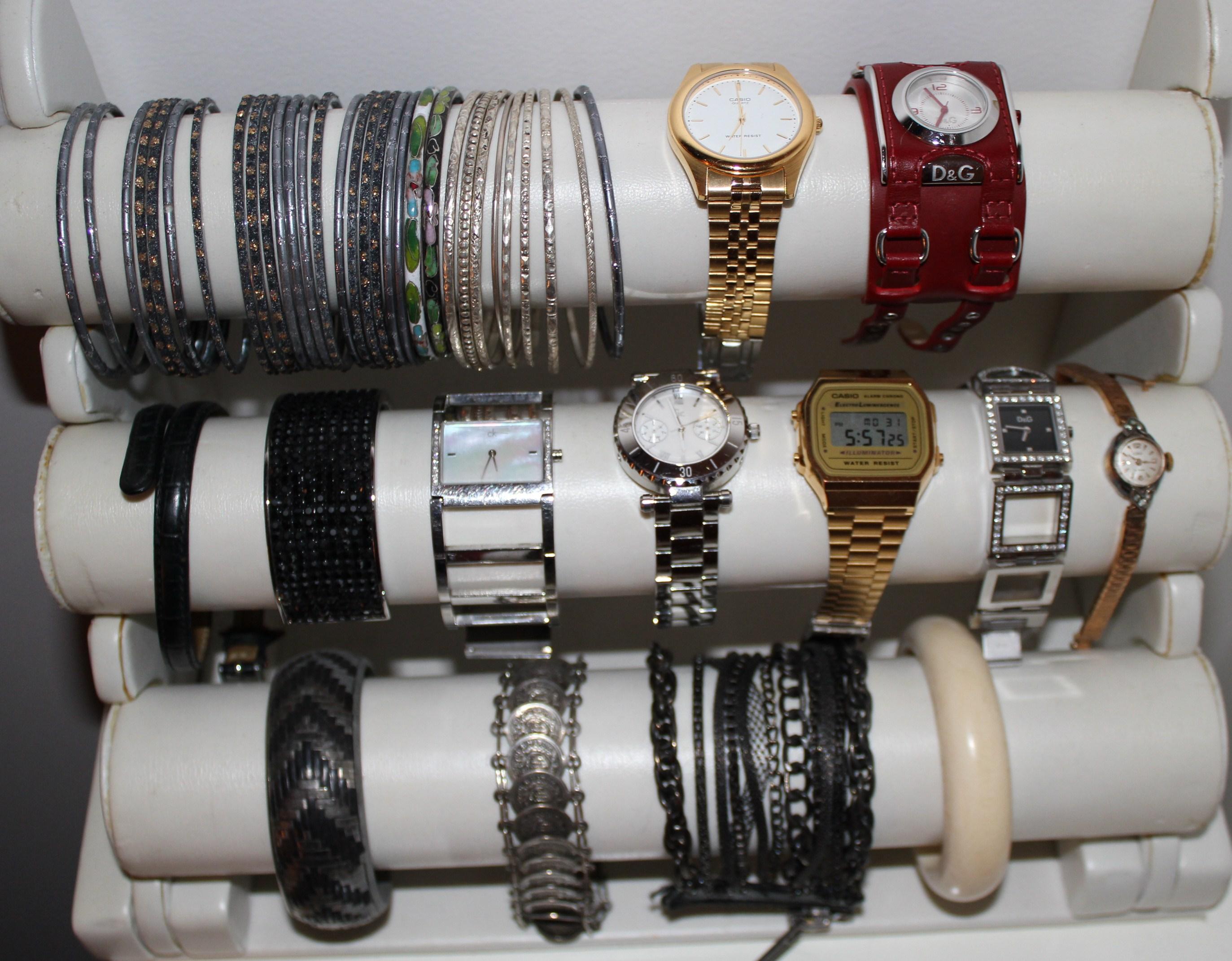 range bijoux tres pratique Img_0184