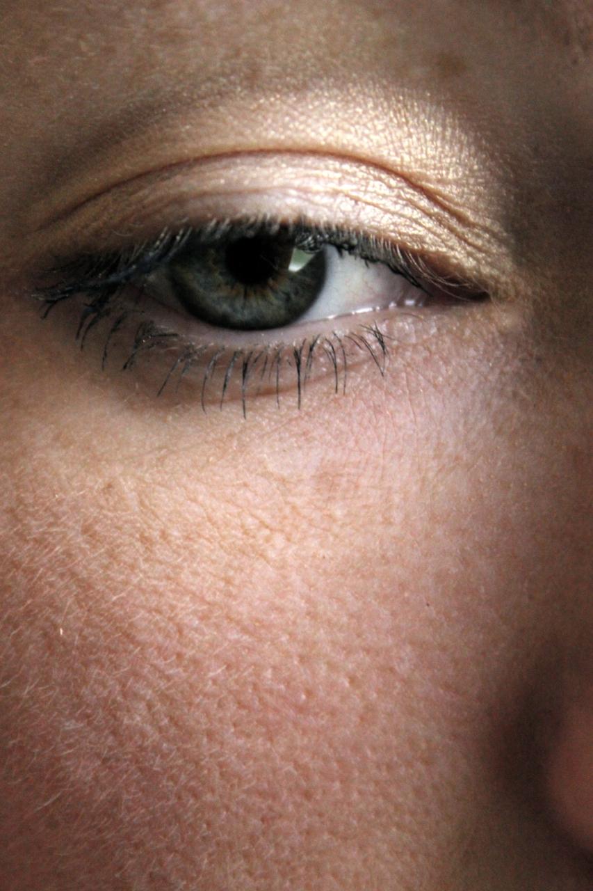 maquillage yeux dor une parenth se mode. Black Bedroom Furniture Sets. Home Design Ideas